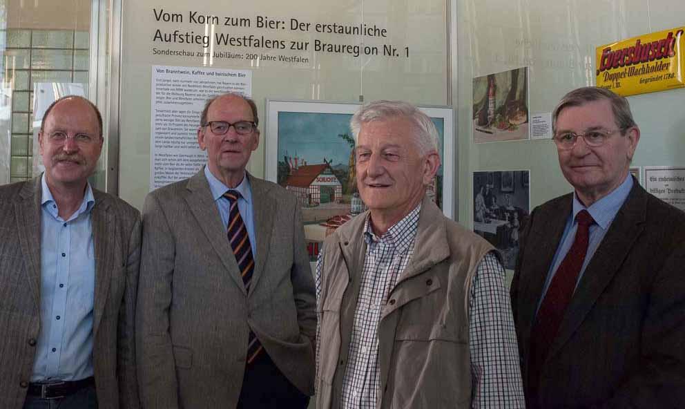 Foto von links nach rechts: Dr. Heinrich Tappe, Kurator – Klaus Joachim Schlegel, Präsident der Stiftergesellschaft - Horst Duffe und Peter Herwig, Mitglieder der Stiftergesellschaft. Foto: Silke Rathert