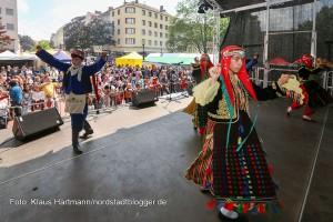 17. Münsterstraßenfest des Integrationsrates. Türkische Folklore mit Sehit Serhat Efe