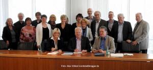 Die Verträge sind unterschrieben: Die Schulsozialarbeit in Dortmund ist bis zum 31. Juli 2018 gesichert. Foto: Alex Völkel