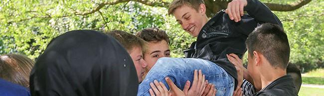 Schulunterricht einmal anders: Erlebnispädagogik zur Teamgeistbildung im Fredenbaumpark