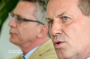 Bundesinnenminister Thomas de Maizière (CDU) und der CDU-Abgeordnete Thomas Hoffmann beschäftigten sich in Dortmund mit dem Thema Rechtsextremismus.