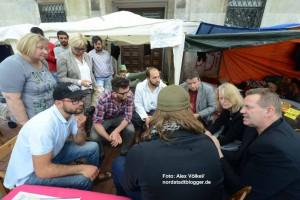 Die Ratsmitglieder informierten sich vor Ort über die Situation der Flüchtlinge.