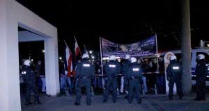Auf dem Wilhelmplatz in Dorstfeld hielten Neonazis eine Mahnwache ab.