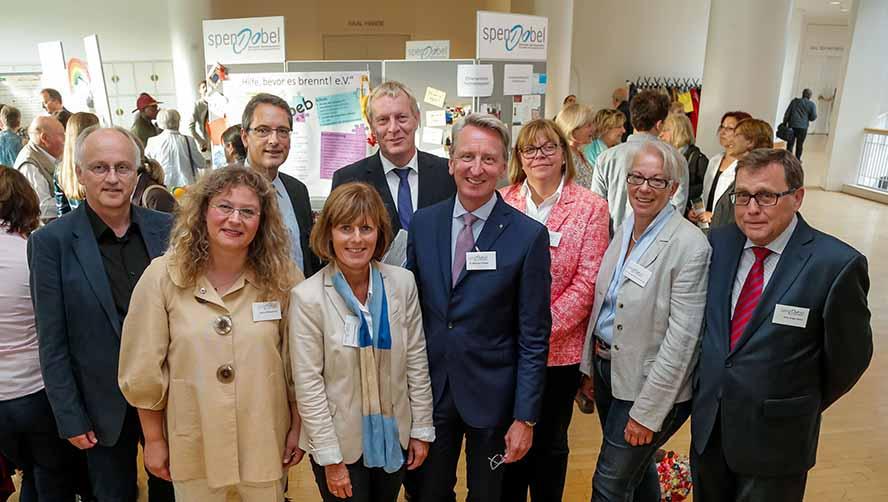 Das Präsidium von spendobel zusammen mit dem Gastredner Dr Ekkehard Thiesler (Bildmitte) von der KD-Bank. Foto: Stephan Schuetze/VKK