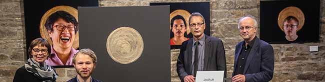 """Fotoprojekt """"Saints"""" macht ganz normale Menschen in St. Reinoldi zu Heiligen – Fokus auf Flüchtlingen"""