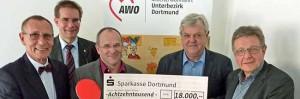 Spendenübergabe: von links nach rechts: Bernd Kompe (Sparkasse), Christian Schulz (Caritas), Rainer Klein (Diakonisches Werk), Andreas Gora (AWo-Geschäftsführer und Reinhard Kleibrink (Awo). Foto: Joachim vom Brocke