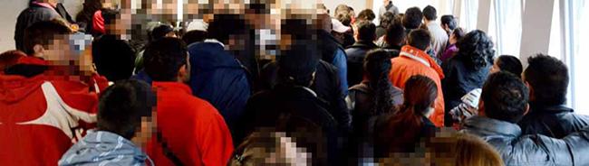 Bezirksregierung war nicht erreichbar: Über 1000 Flüchtlinge strandeten nachts in Dortmund – EAE versank im Chaos