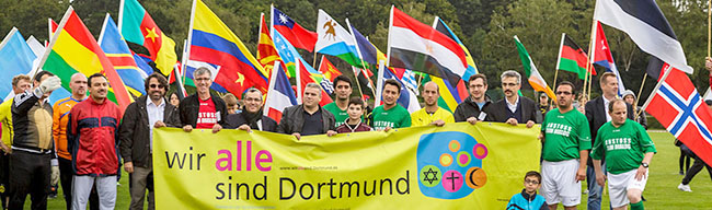 Fußballturnier der Religionen feiert Jubiläum: Geistliche kicken seit zehn Jahren für Respekt und Toleranz im Hoeschpark