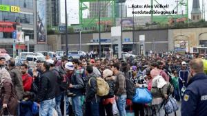 Am Sonntag werden in Dortmund drei Flüchtlingszüge erwartet. Der erste Zug brachte 800 Menschen, die im DKH versorgt und dann landesweit verteilt wurden.