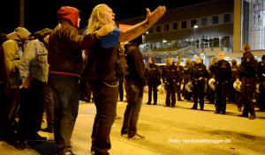 Die Neonazis hetzten zum wiederholten Mal gegen Flüchtlinge und legten sich mit den Gegendemonstranten an.