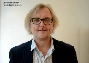 Grünen-Fraktionssprecher Ulrich Langhorst moderiert die Veranstaltung. Kontrollierte Abgabe statt Verbot war das Thema des Grünen Ratschlags zur Drogenpolitik.