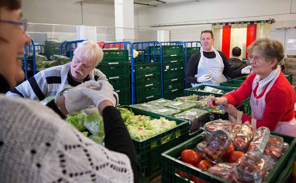 Die Dortmunder Tafel will in Zukunft nicht nur Lebensmittel anbieten.