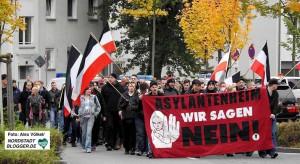 90 Neonazis demonstrierten gegen Flüchtlingsheime in Eving.