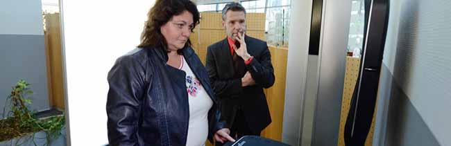 Bürgerdienste haben ein Selbstbedienungsterminal zur Beantragung von Personalausweis und Reisepass