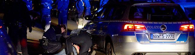 Zwei fremdenfeindliche Überfälle auf Migranten: Polizei Dortmund fasst die Schläger und stellt Waffen sicher