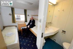 Die Kabinen sind sehr klein, haben aber auch eine eigene Dusche und WC.