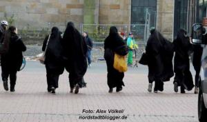 Frauen und Kinder haben am meisten unter der Rechtsordnung der Scharia zu leiden. Foto: Alex Völkel