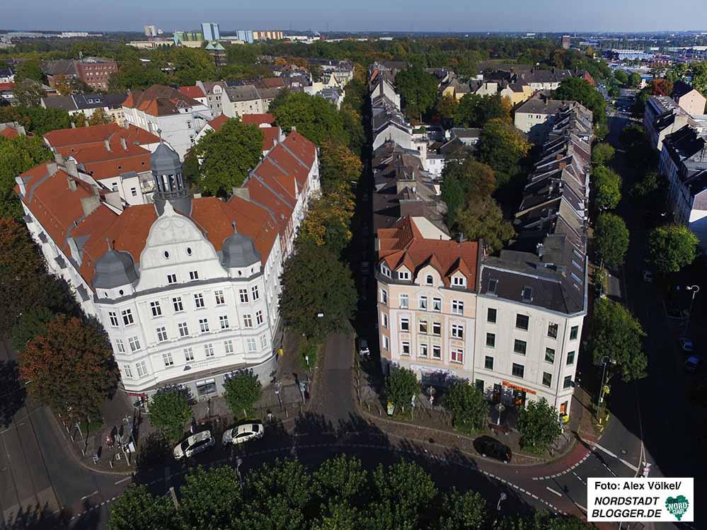 Das Concordia-Haus am Borsigplatz mit dem Quartier und der Westfalenhütte im Hintergrund. Foto: Alex Völkel