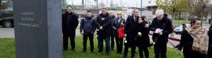 NSU-Opfer-Familien haben den Tatort in der Mallinckrodtstraße und das Mahnmal an der Auslandsgesellschaft besucht.