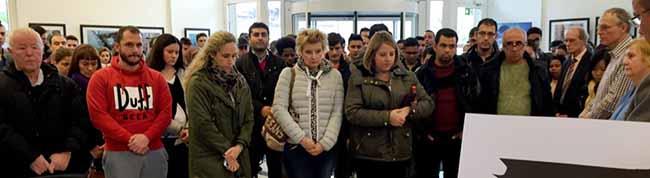 Viele Dortmunder beteiligten sich an der Gedenkminute für die Opfer von Paris – Muslime und Flüchtlinge sind in Sorge