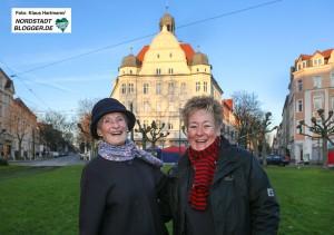 Luzia Urner und Annette Kritzler, v. l. stehen vor dem Wahrzeichen des Borsigplatzes, dem Concordiahaus.
