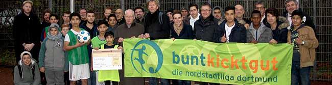 Anerkennung der guten Integrationsarbeit: 2.000 Euro aus dem VIVAWEST-Flüchtlingsfonds für BuntKicktGut