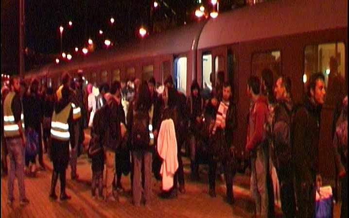 478 Flüchtlinge - darunter mehr als 100 Kinder - kamen mit dem Zug aus Passau an.