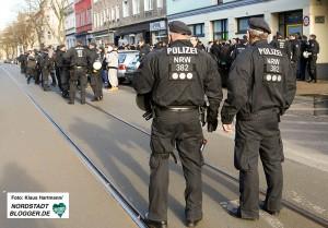 Massives Polizeiaufgebot sichert die Oesterholzstraße, PAOK Saloniki