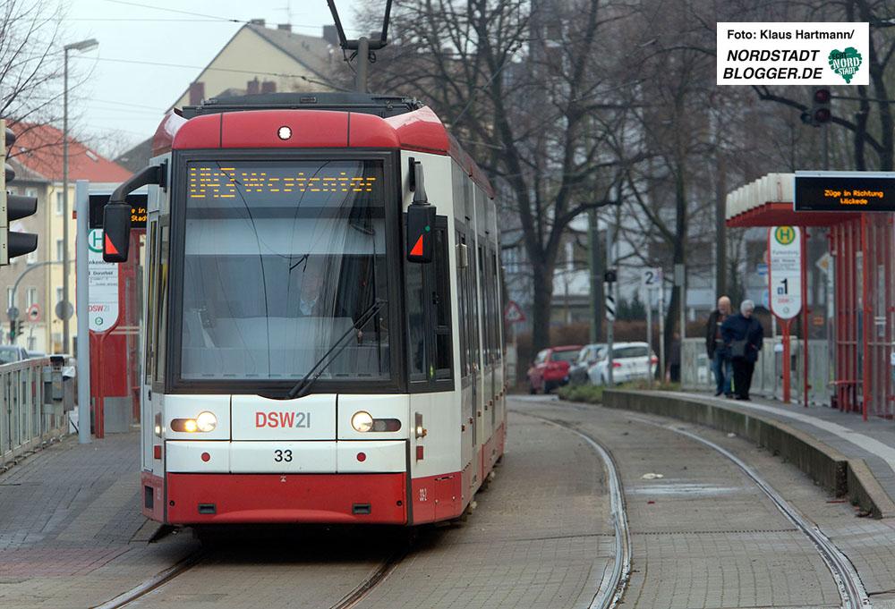 Stadtbahnlinie U 43 der DSW an der Kaiserstraße in Höhe Haltestelle Funkenburg.