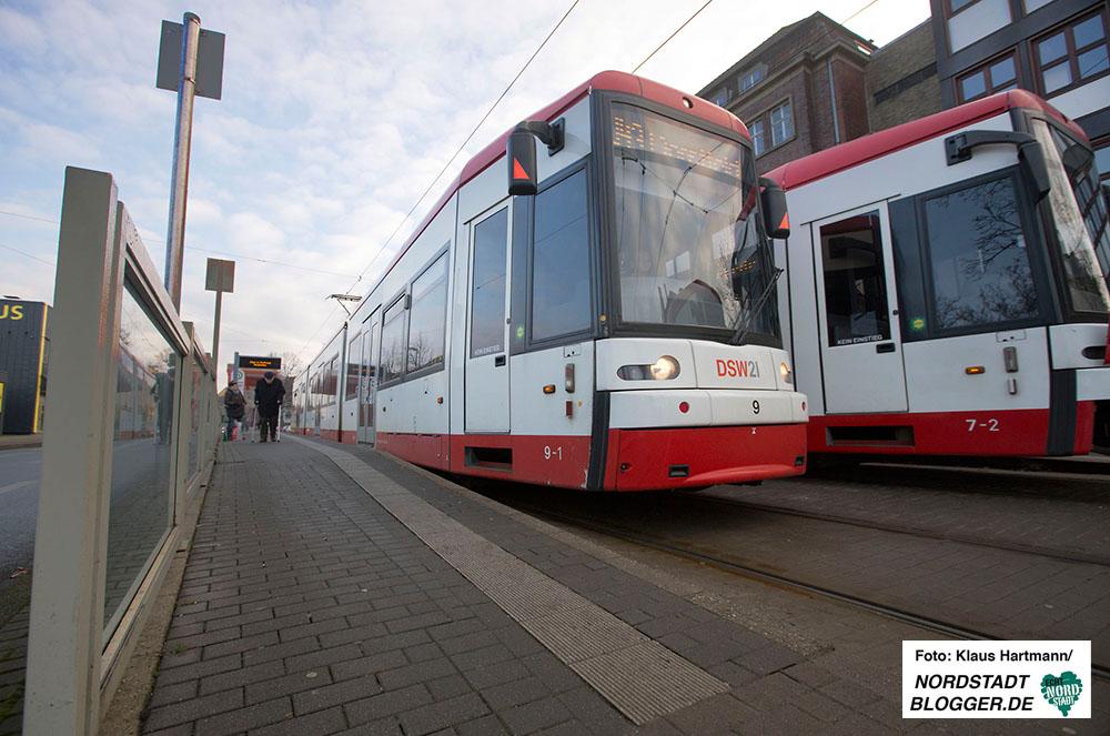 Stadtbahnlinie U 43 der DSW an der Kaiserstraße in Höhe Haltestelle Funkenburg. Haltestelle Funkenburg