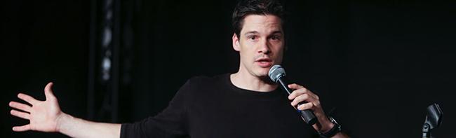 Zwei Comedy-Abende im Wichernhaus: Gewinner Alain Frei feiert Premiere seines Soloprogramms in der Nordstadt