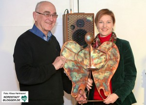 Preisverleihung: Engel der Nordstadt 2015. Preisträger Bruno Rziha mit Laudatorin Susanne Linnebach, Stadterneurung