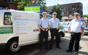 Die Mobile Wache gibt in der Nordstadt Information zum Einbruchsschutz. Archivfoto: PolDo