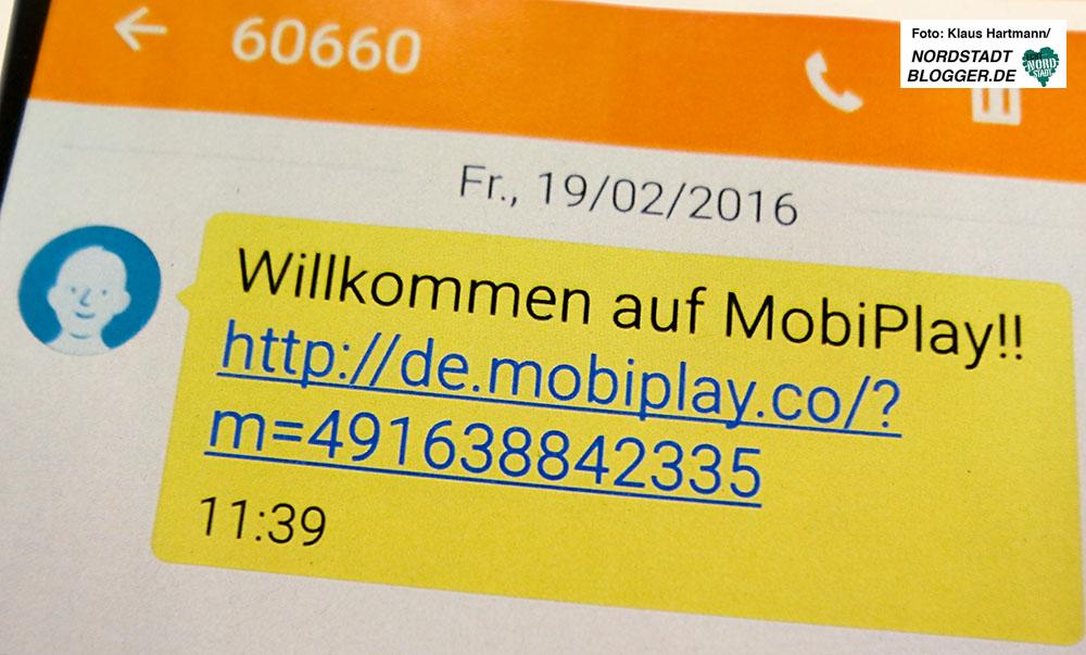 Die Verbraucherzentrale klärt am Weltverbrauchertag über Abzocke am Smartphone auf. Nachrichten auf dem Handy nach ungewollten Abo-Abschluss