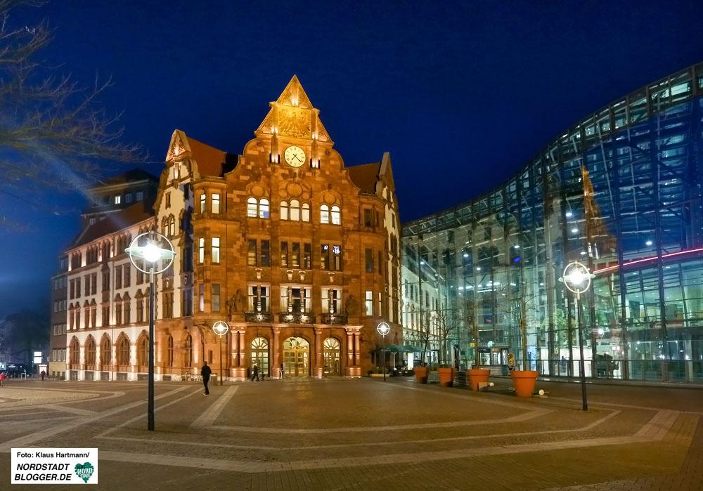 Zur WWW-Earth-Hour werden zahlreiche Gebäude für eine Stunde verdunkelt - so auch das Alte Stadthaus. Foto: Klaus Hartmann