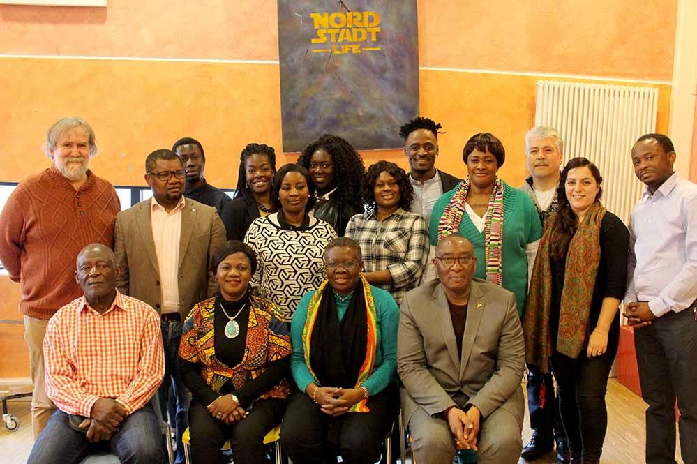 """Die ghanaische Botschafterin Akua Sena Dansua informierte sich im Stellenpark über das Projekt """"JAID - Junge Afrikaner In Dortmund""""."""