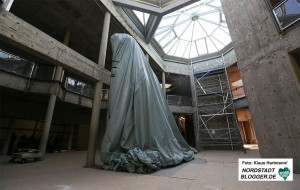 Mitglieder der SPD-Fraktion im Kulturausschuss machen sich Bild vom Stand der Bauarbeiten im Naturkundemuseum