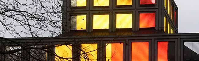 Terroranschläge in Brüssel: Das Dortmunder U leuchtet als Zeichen der Anteilnahme in den Nationalfarben Belgiens