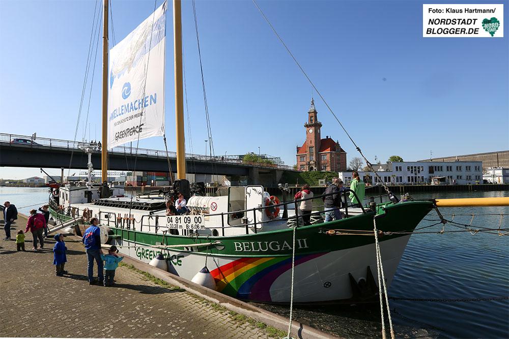 Greenpeace-Schiff Beluga ankert im Hafen Dortmund und wirbt für den Schutz der Meere