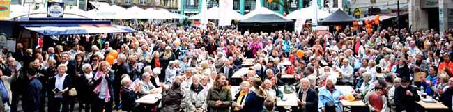 Über 4000 Sängerinnen und Sänger aus 140 Chören singen zwölf Stunden beim Fest der Chöre in der Dortmunder City