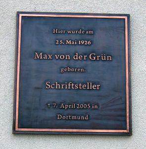 Tafel zum Geburtshaus Max von der Grüns, St. Georgen, Hinter der Kirche 1. Foto: Wikipedia/Roehrensee