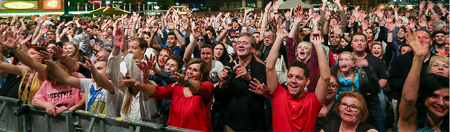 """FOTOSTRECKE Über 100 Organisationen und Programm auf 12 Bühnen bei """"DORTBUNT"""": Bunte Vielfalt gegen braune Einfalt"""