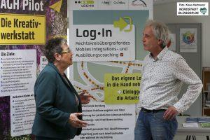 Mitglied des Landtages, Gerda Kieninger informiert sich bei GrünBau über die Integration arbeitsloser junger Menschen. Gerda Kieninger im Gespräch mit Andreas Koch, Grünbau