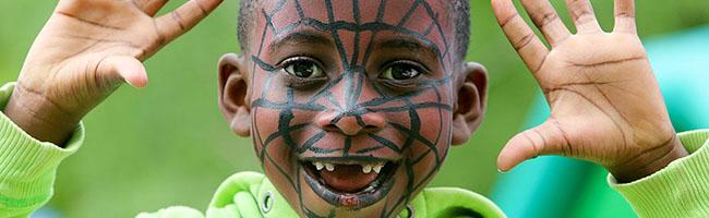 Das kunterbunte Kinder- und Familienfest auf der Heroldwiese begeistert die zahlreichen Kinder rund um den Borsigplatz