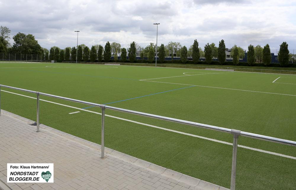 Kapazitätsengpässe im Hoeschpark bei den Sportvereinen. Der neue Kunstrasenplatz für die Fußballer