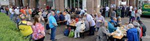 Die KANA-Suppenküche hat mit der Speisung am Rathaus ein Zeichen gegen Armut gesetzt.
