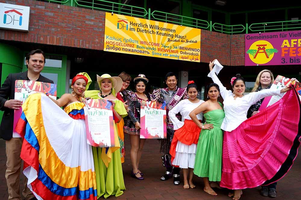 Über 20 Ländergruppen zeigen am 21.Mai ihre traditionellen Tänze im Keuning-Haus. Foto: Leonie Krzistetzko
