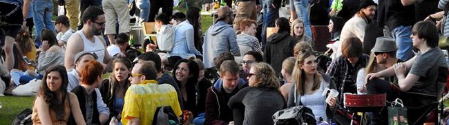 Vier Tage Westparkfest bei bestem Wetter: Tausende Menschen drängten sich beim Auftakt über das Gelände