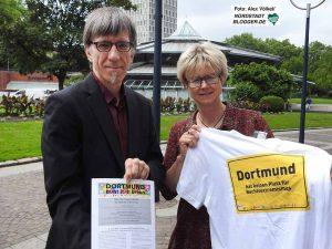 Friedrich Stiller und Jutta Reiter stellten das Programm des Arbeitskreises vor. Foto: Alex Völkel