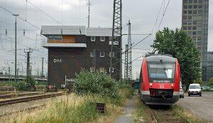 Seit 40 Jahren gibt es das Stellwerk am Dortmunder Hauptbahnhof. Zum kleinen Erinnerungstreff kamen viele Ehemalige zusammen. Fotos: Joachim vom Brocke